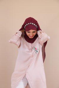 hijab à enfilé
